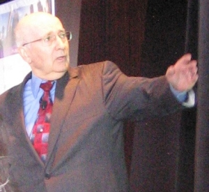 Philip_Kotler_at_brandsmart_2007_in_Chicago